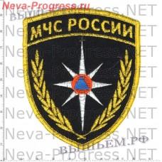 Нашивка МЧС России треугольник широкий со звездой МЧС (оверлок, черный фон)