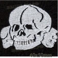 """Нашивка РОК атрибутика """"Череп и кости"""" белая вышивка, оверлок, черный фон, липучка или термоклей."""