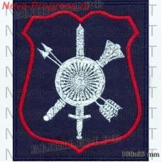 Нашивка Командование РВСН офисная форма.(золотой круглый щит с орнаментом и ободом с восемью заклепками на золотых мече и двух перекрещенных направленных вверх стрелах и шестопере).